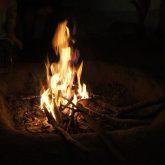 Steinzeit-Lagerfeuer